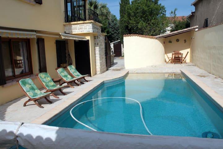 Très bel appartement 3*** dans villa avec piscine