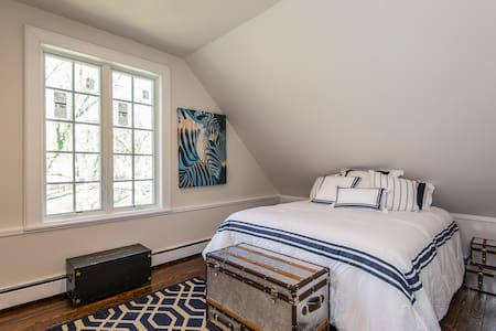 Guest room in Cottage w/preserve view - Haverford