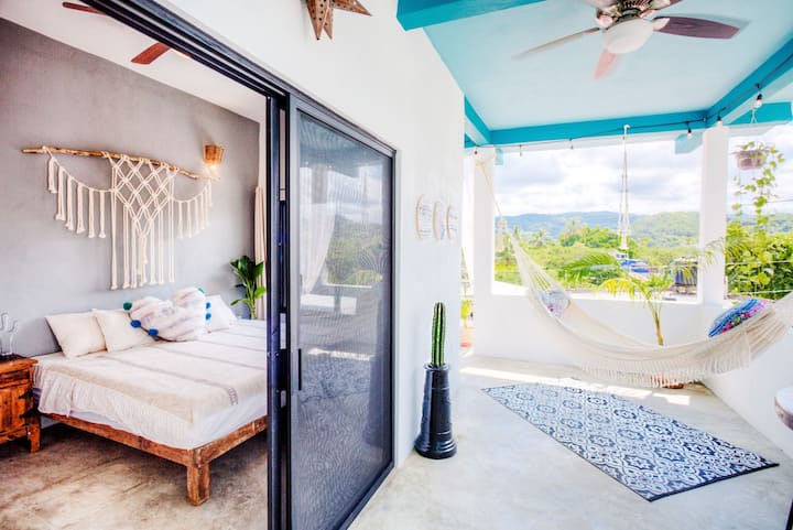 ✨PENTHOUSE Suite 2 | Kitchenette & Walk to Beach