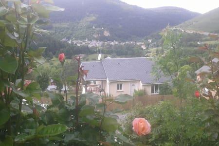 Coquette maison avec vue magnifique - Meyrueis