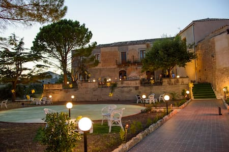 La Rupe Affittacamere B&B - Gerace - Bed & Breakfast