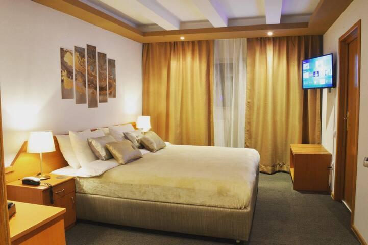 ALIMAR - Camera/Room (1 King Bed - Golden Room)