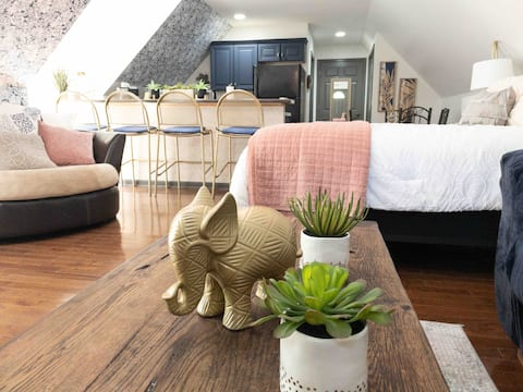 The Golden Elephant Studio Apartment