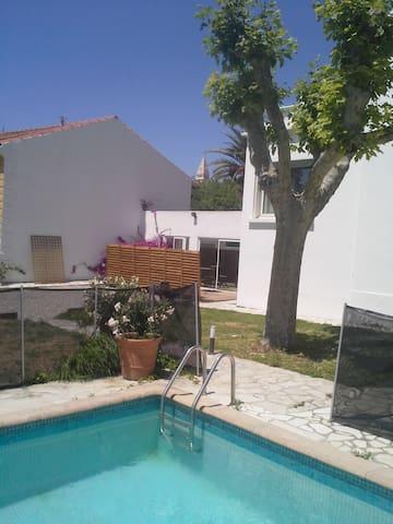 Grand studio avec piscine-Saint Barnabé