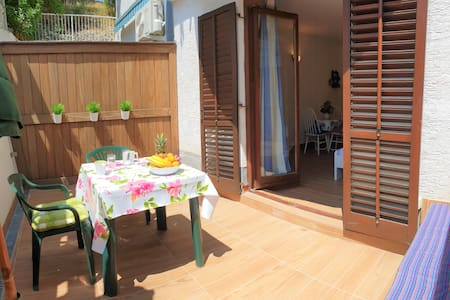 Lovely studio with terrace near beach and old town