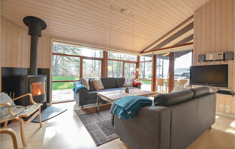 Holiday cottage with 4 bedrooms on 96m² in Ebeltoft