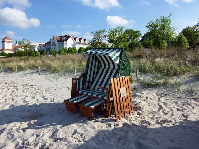 Der gemütliche Strandkorb gehört zur Wohnung und kann von allen Gästen genutzt werden