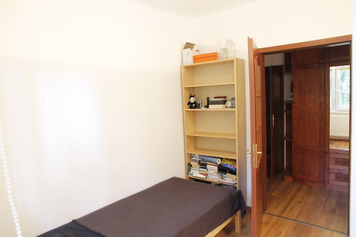 private room w/ single bed (90 cm x 200 cm), large windows, storage place