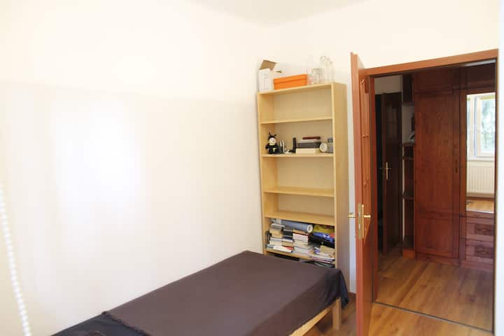 Cosy private room in peaceful area Buda side
