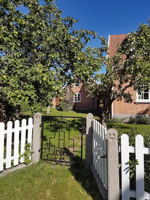 Welcome to the picturesque Apple Cottage!