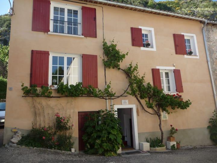 """maison de village typique provencal """" La Fléolie"""""""