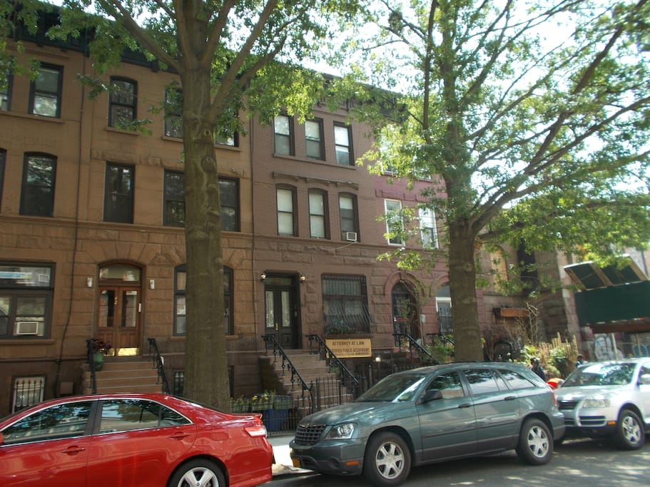 A express train bed stuy getaway apartments for rent in brooklyn new york united states for Two bedroom apt in bed stuy area