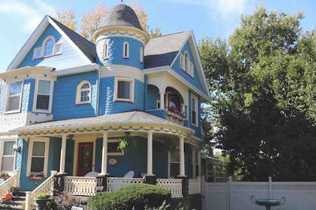 Beautiful Victorian house minutes from NYC.