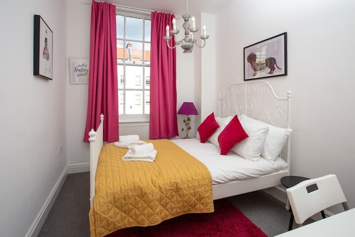 Bright City Centre Apartment - Pritchard 9