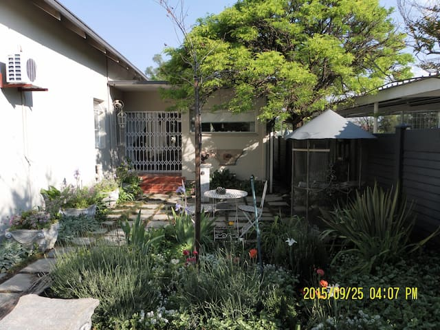 2.Centrally situated, sunny and friendly - Kroonstad - Bed & Breakfast