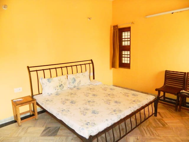 Amritsar Bed & Breakfast - WiFi/Bath/Bfast