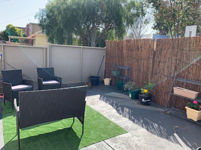 Sunny courtyard bliss! - Prahran