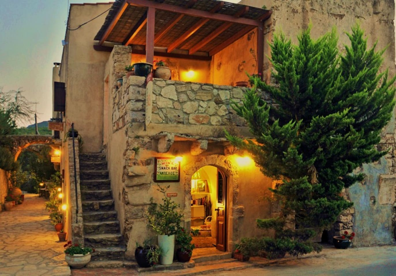 The entrance of Porfyrousa traditional Hotel