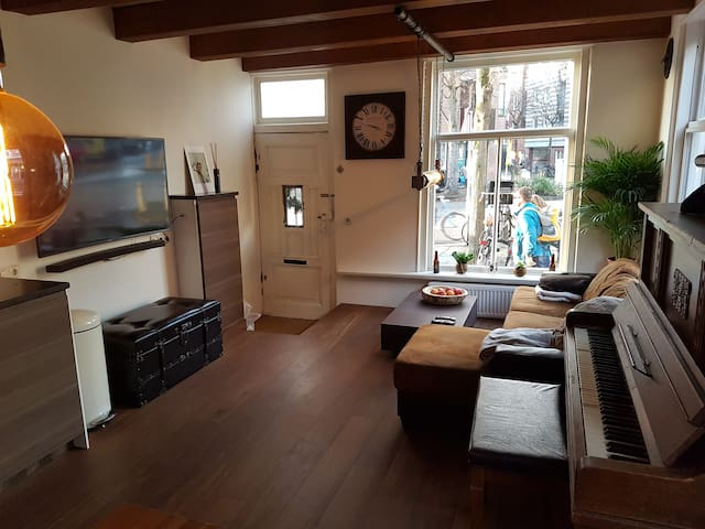 Warm, romantic&woody home in Haarlem city center