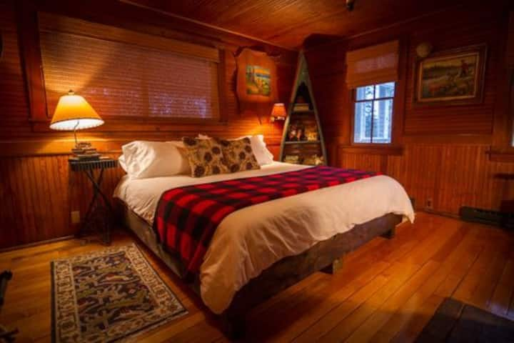2 Bedroom Adirondack Suite with Breakfast Included