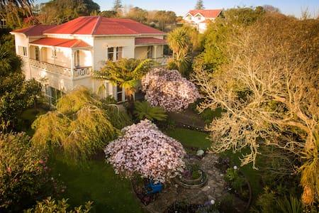 Oakhaven is a Historical Villa - Whanganui - Дом