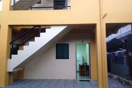 A Backpackers Den in the City - Tagbilaran - Apartamento