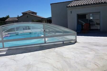 maisonette de 32 m carré ,F2 avec piscine - Saint-Étienne-de-Fontbellon