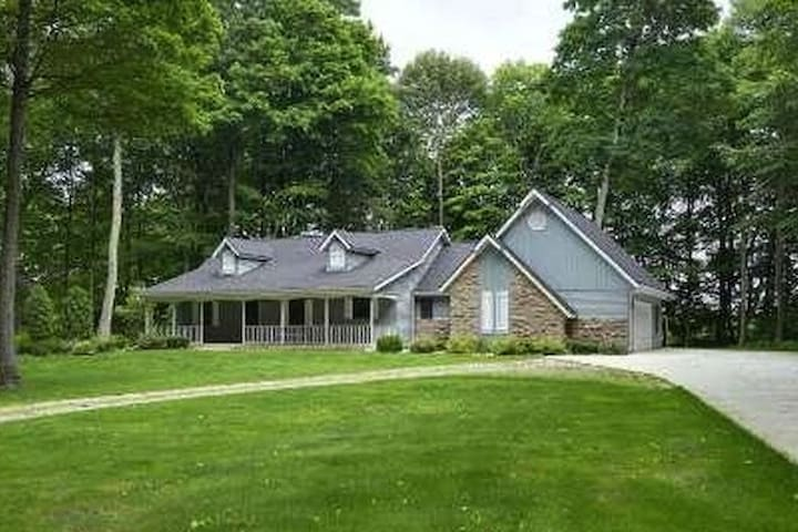 Wooded Retreat Home with EZ access off I 43!
