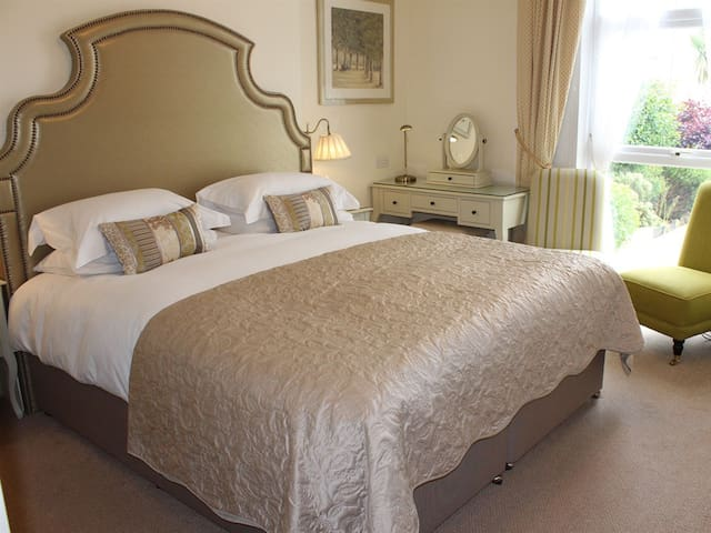 Double room-Deluxe-Ensuite with Shower-Super King Bed