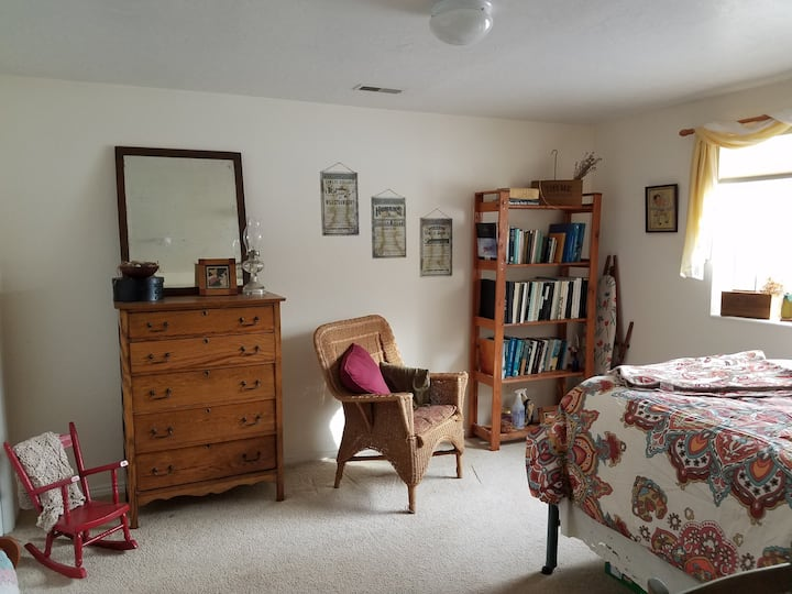 Two-acre Farm with Private Guest Bedroom