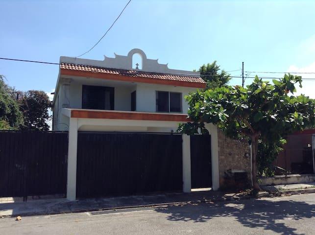 Cuarto en Hostal - Mérida - House
