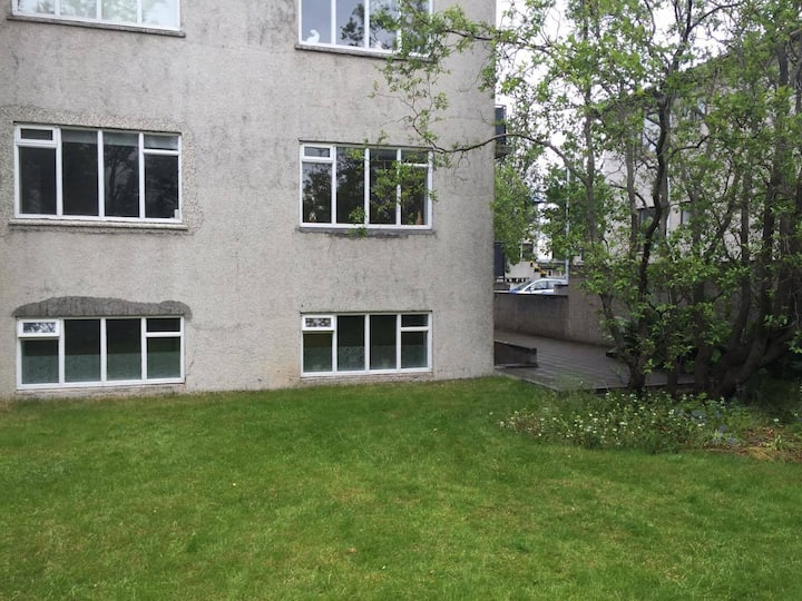 Cosy apartment close to town center. Superhost