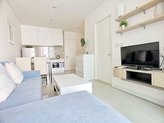 THE GRACEFULLY LUXURIOUS : 1 BR/WIFI/MRT/POOL