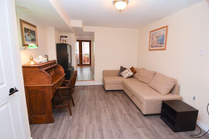 Comfy-cozy Westboro suite