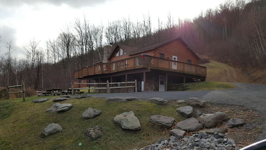 Mountain Top Ski Chalet close to Hunter/Windham Mt