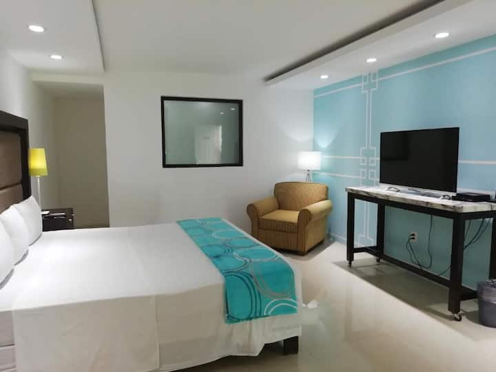 Relaxing Studio w/King Bed + WiFi