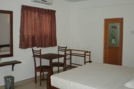 BEACH SIDE PRIVATE ROOMS - Induruwa