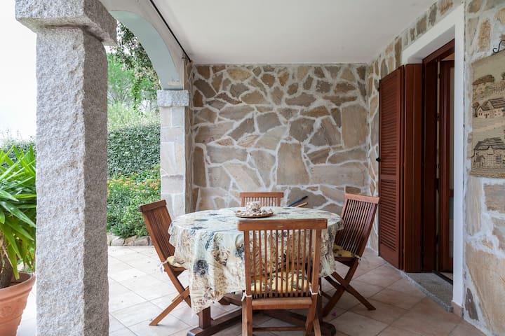 Grande Bilocale Indipendente in Villa con Giardino - Pittulongu - Daire