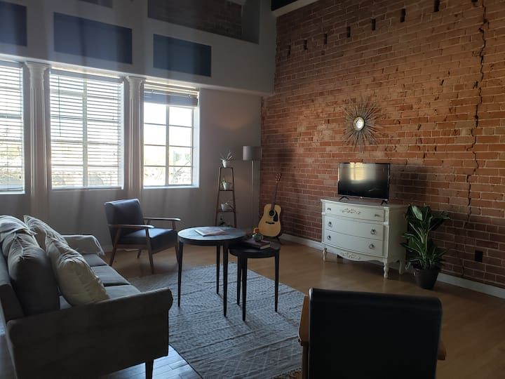 Historic Loft In Downtown Mesa with FREE Breakfast