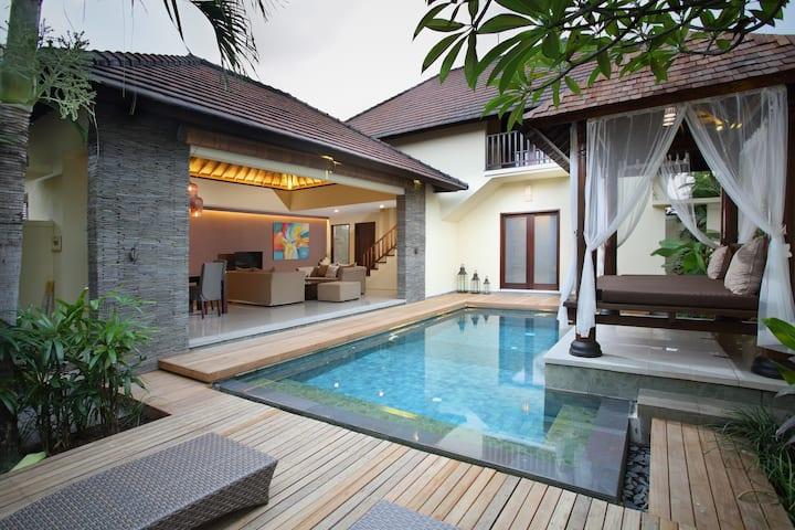 One Bedroom Private pool Villa near Finns Canggu