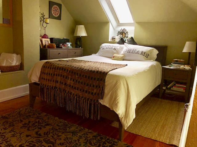 Comfy bedroom in Sweet Historic Old Town Home