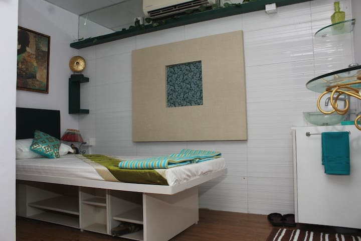 The Villa Juhu Single Bed A/C Room with Shower BTH