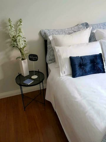 Quiet Modern Private - Bed + Bath in Mawson Lakes