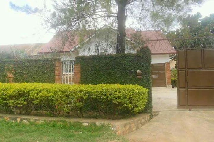 Mirembe House... A home to be. - Kampala - Casa