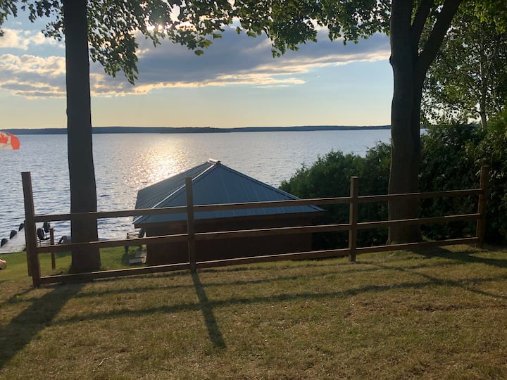 Private, cozy waterfront cottage on  Rice Lake