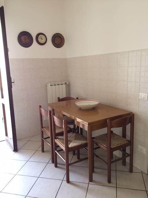 Tavolo in cucina / Dining Kitchen
