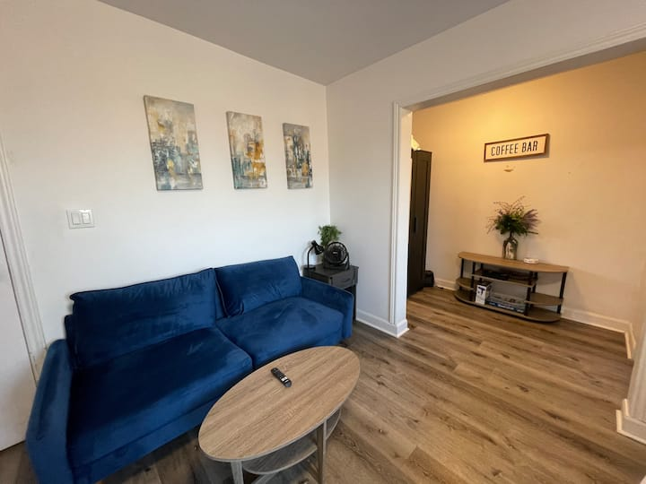 Furnished Apartment B- The Dovercourt House