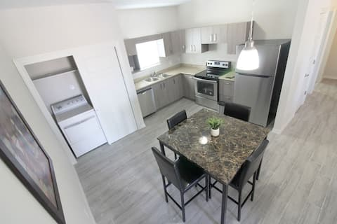 New 2 Bedroom, Washer & Dryer, private apartment