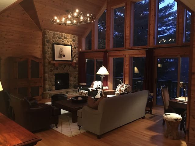 Luxury Family Retreat on Lac Courte Oreilles - Hayward - Huis