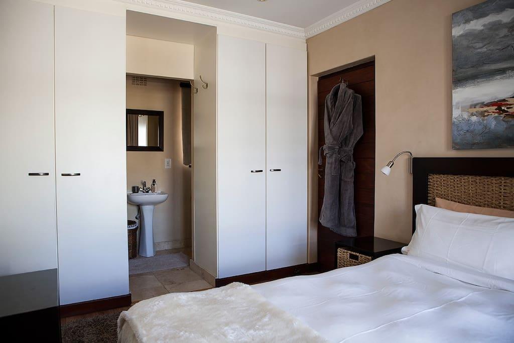 Cottage Main Bedroom/Bathroom